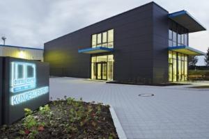 Elewacja drewniano-aluminiowo-szklana budynku firmy Dietel Bauelemente GmbH - konstrukcję elewacji wykonano przy zastosowaniu złączy RICON®