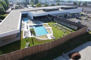 Inżynieryjna konstrukcja budownictwa drewnianego – budowa nowej hali basenu krytego w Ried w okręgu Inn (Austria)